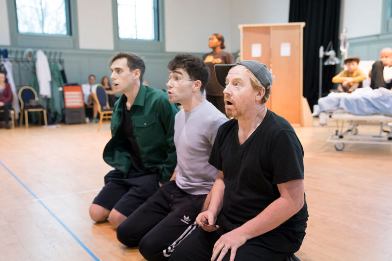 Photos behind the scenes at big fish the musical for Big fish cast